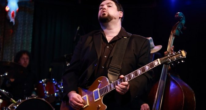 Monštruózny Mike Welch hrá blues