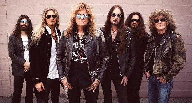 Dámy a pánové, přichází blues rockoví titáni. Pokloňte se, prosím! Možná je to naposledy.