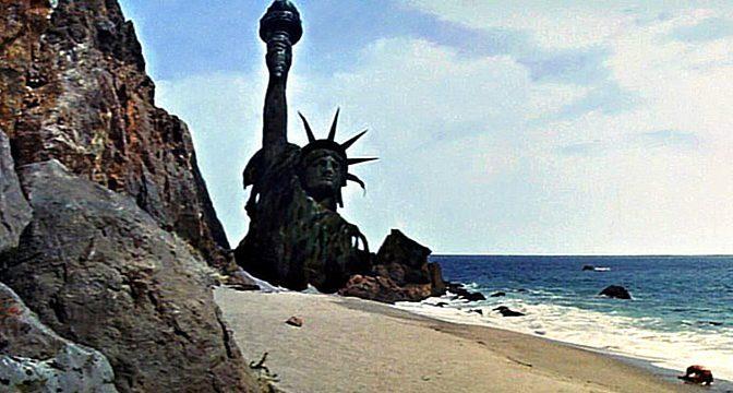 Socha Svobody padla do vody